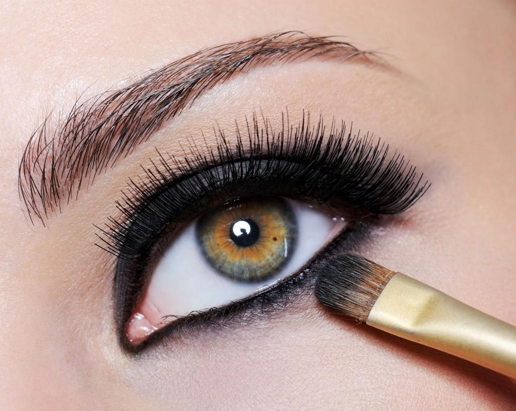 Макияж с чёрными тенями для зелёных глаз