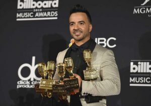 LUIS FONSI CONQUISTA LOS BILLBOARD AWARDS
