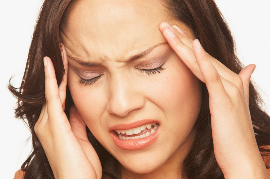 Headache-Woman-Grimace-1140x759
